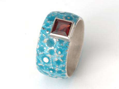 Emaille-Ring Eisblume mit Granat