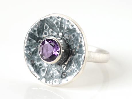 Emaille-Ring Patella Lilie mit Amethyst