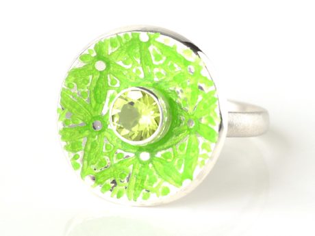 Emaille-Ring Patella Lilie mit Peridot
