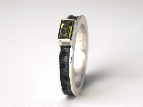 Emaille-Ring Prisma mit Peridot